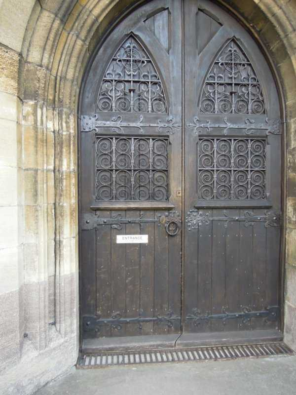 The grand church door has a notice - ENTRANCE - This door to be kept closed at all times.
