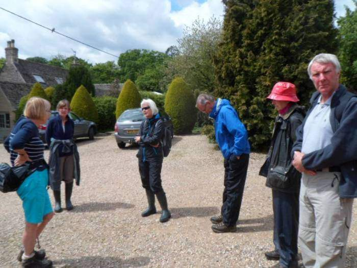 After a very good lunch, 7 of us continue to do the northern loop around the River Leach.