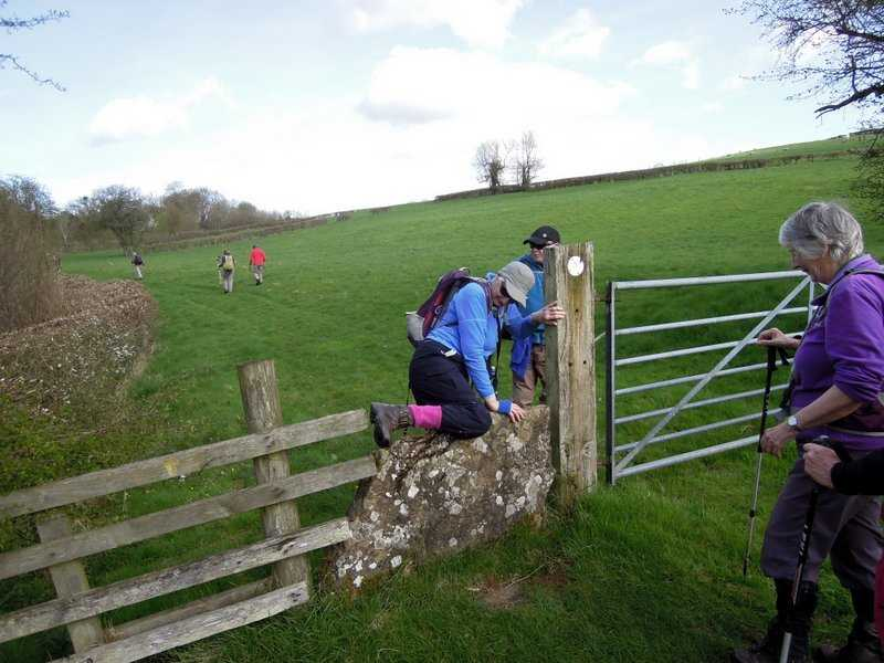 An awkward piece of fencing near the old stile