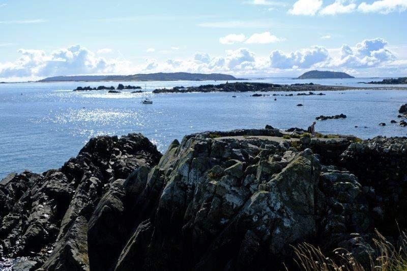 Very rocky coast to navigate