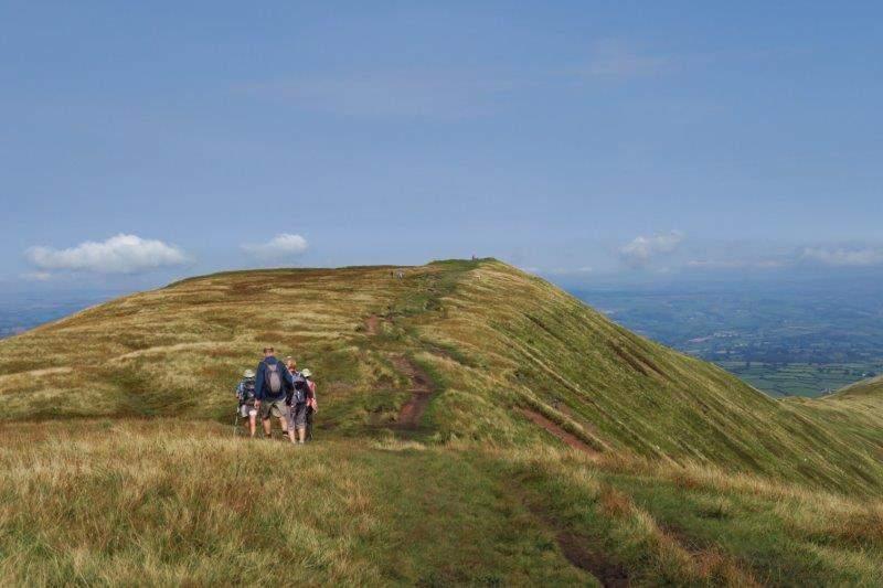 Then looking along the ridge to Fan y Big