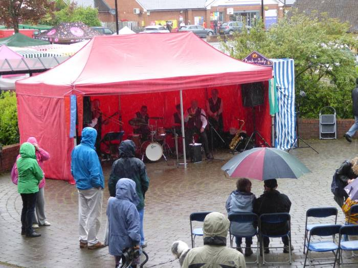 Music is provided for the Nailsworth Festival but we think it too wet to eat our sandwiches there.