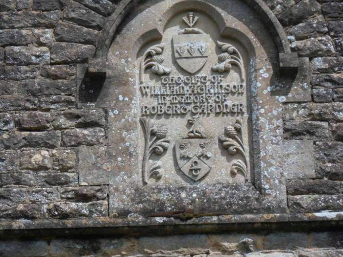 And try to interpret the centre panel. Apparently it says  'THE GIFT OF WILLIAM ATKINSON IN MEMORY OF ROBERT TAPDNER'.