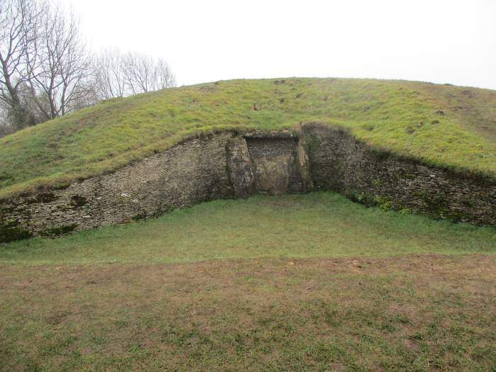 The False portal of Belas Knap - the bottom stones of this wall are in their original position, the higher ones have been well reconstructed