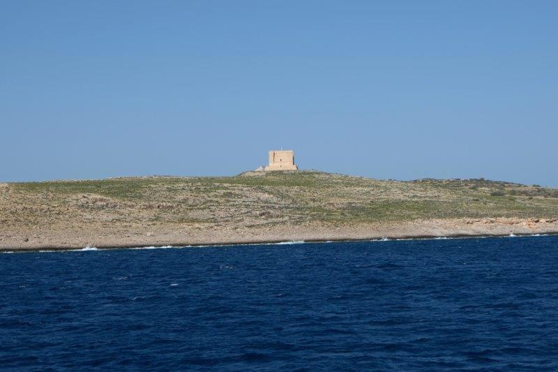 We pass close to Comino with its fort