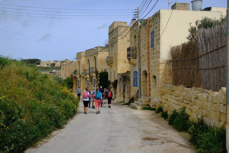 Soon reaching the small town of Ghasri