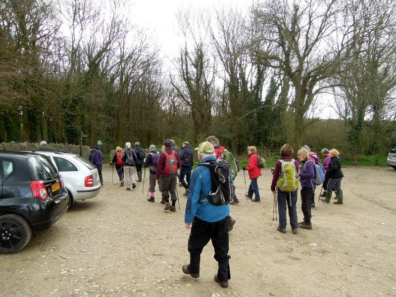 A good sized party set off along the Cotswold Way