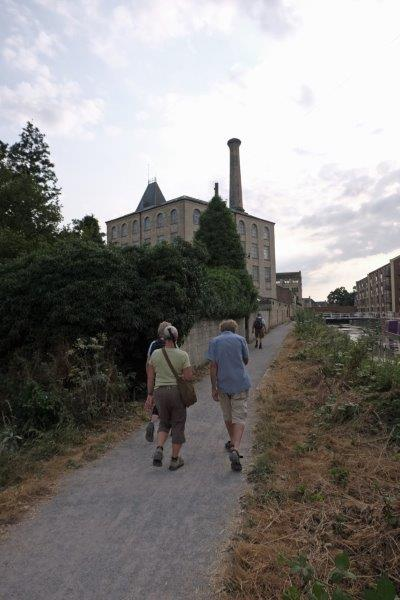 Before following the towpath towards Ebley MIll