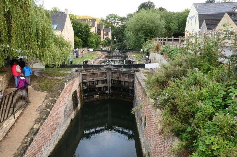 Then our route continues along the canal