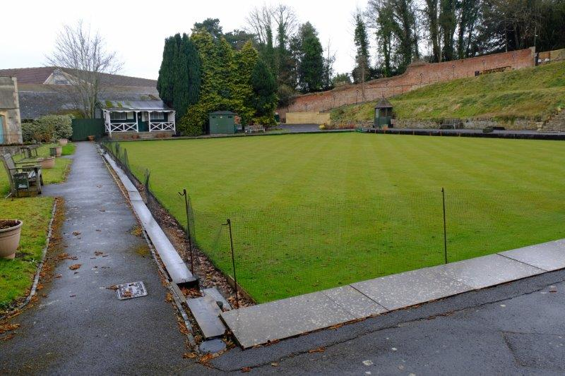 Past the bowls club