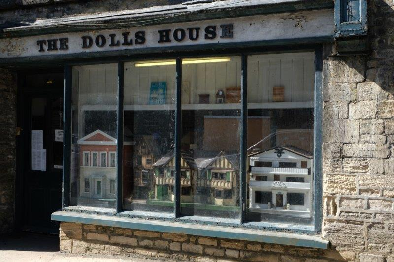 Past the Dolls House