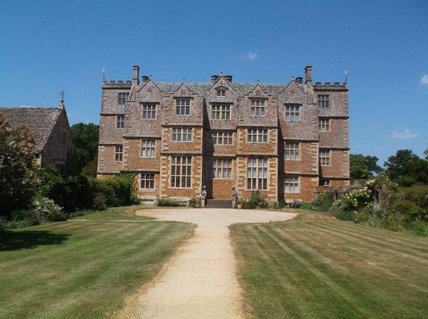 Chasleton House - a Jacobean house built between 1607 and 1612. It has  been owned by the National Trust since 1991 and is a Grade I listed  building.
